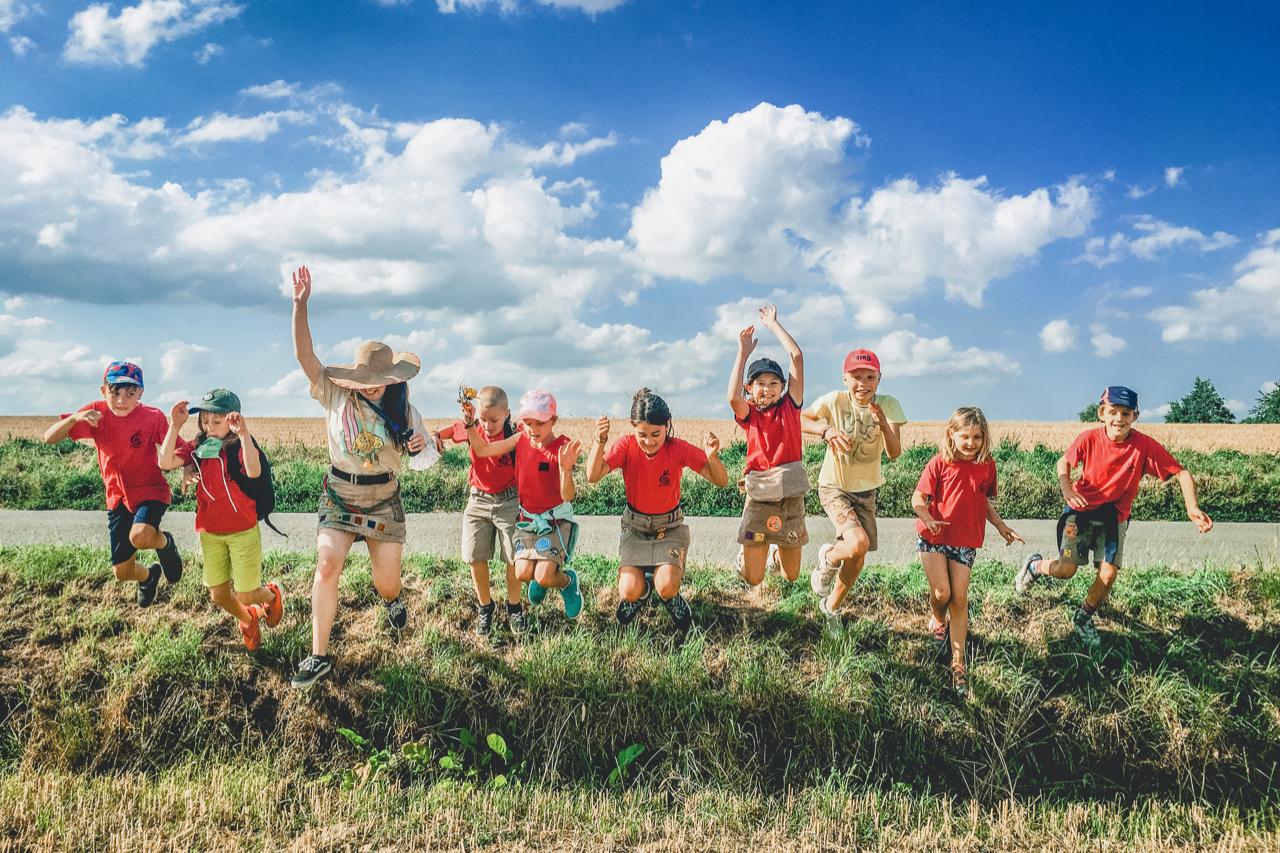 Deze leden van Chiro Aartrijke gaan er samen voor, de echte spirit van een jeugdbeweging.  © Chiro Aartrijke