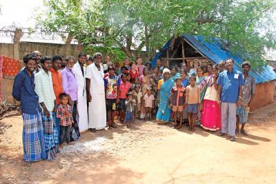 Leden van een achtergestelde volksgroep in de buurt van de stad Puducherry, in het zuiden van India. © Ananda vzw