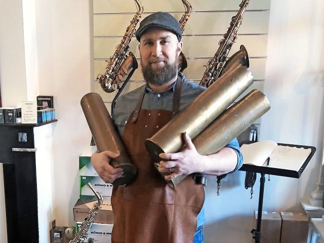 Obus en saxofoon, verhaal van twee buizen
